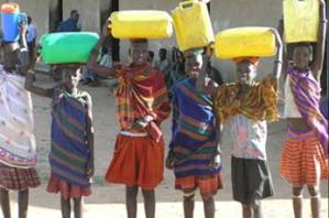 Uganda(carryingwater)